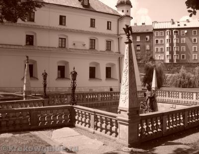 Внутренний двор монастыря Паулинов