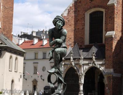 Скульптура средневекового студента Краков