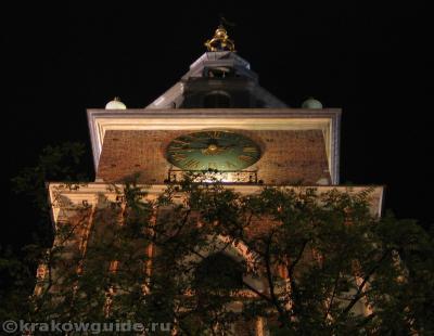 Ратушная башня ночью