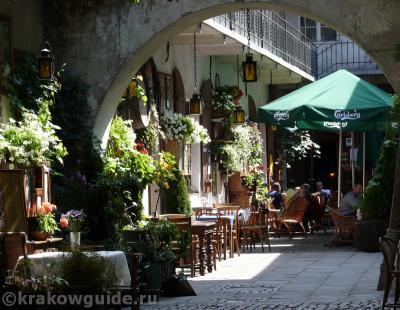 Пассаж с кафе на Казимеже